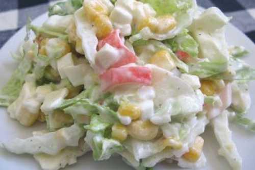 Салат из капусты, кукурузы и крабовых палочек