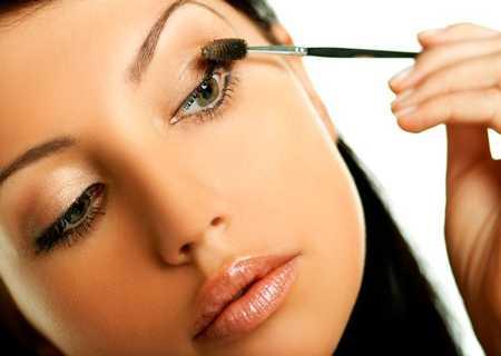 Поэтому для обладательниц проблемной кожи рекомендуются минеральные масла в легкой форме с пониженной вязкостью и плотностью
