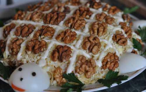 Салат курица с орехами