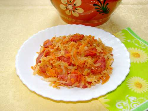 Рецепт тушеной капусты с колбасой, секреты выбора