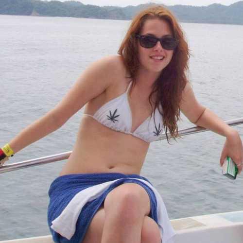 Кристен Стюарт в купальнике
