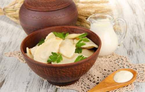 Рецепты вареников с луком, секреты выбора