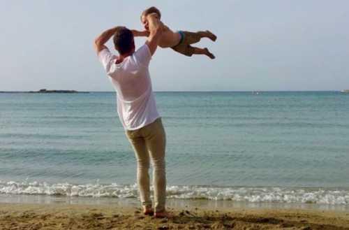 Шепелев опубликовал трогательное фото с сыном