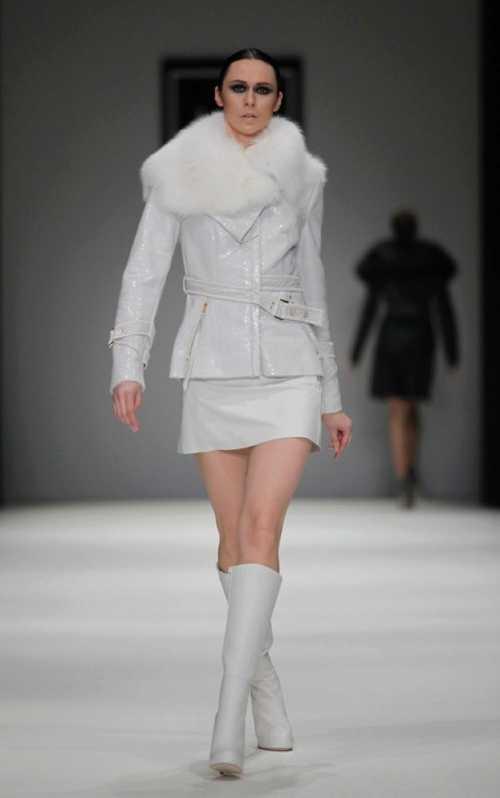 Модная женская розовая кожаная куртка – короткая, косуха, нежно