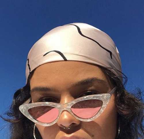 Скоро лето: Джиджи Хадид представила новую коллекцию солнцезащитных очков