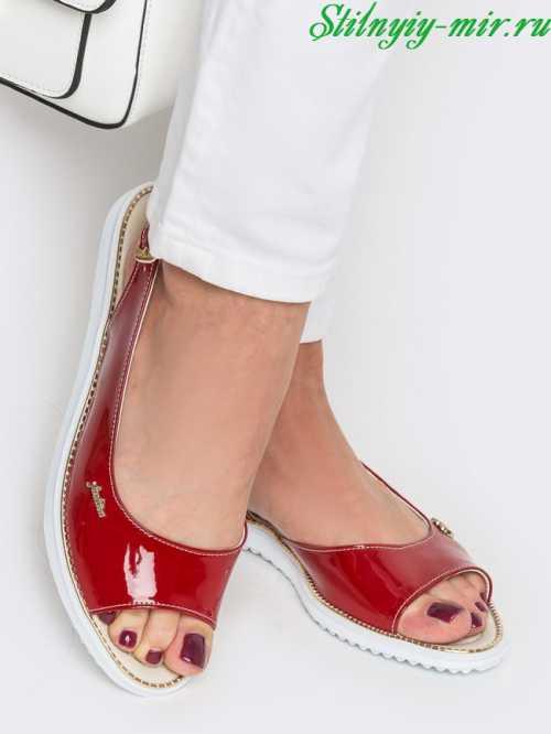 Женственные и элегантные ботильоны настоящая находка для той поры, когда в сапогах уже неудобно, а в туфлях еще холодно