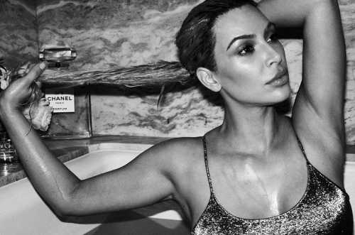 Ким Кардашьян снялась в откровенной фотосессии