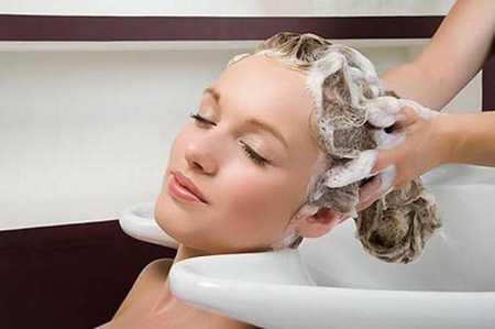 Стричь и красить волосы во время беременности